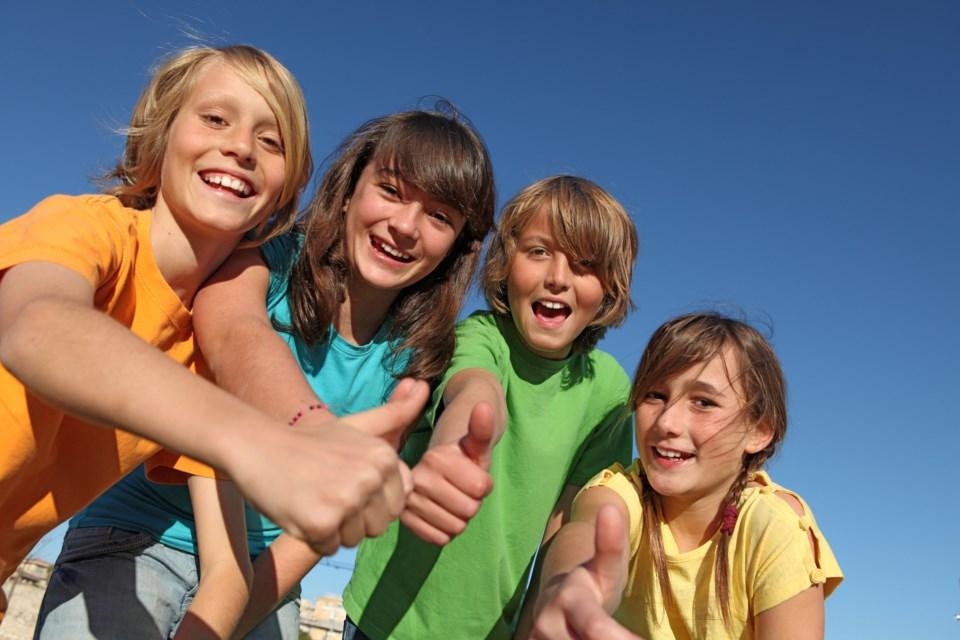 kids thumbs up AdobeStock_13233233