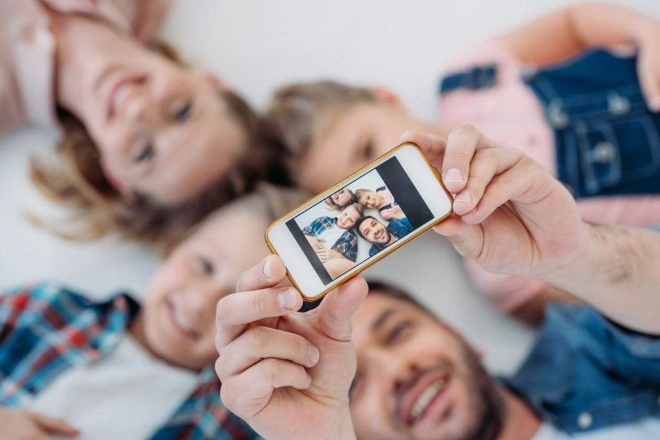 smartphone camera photo family