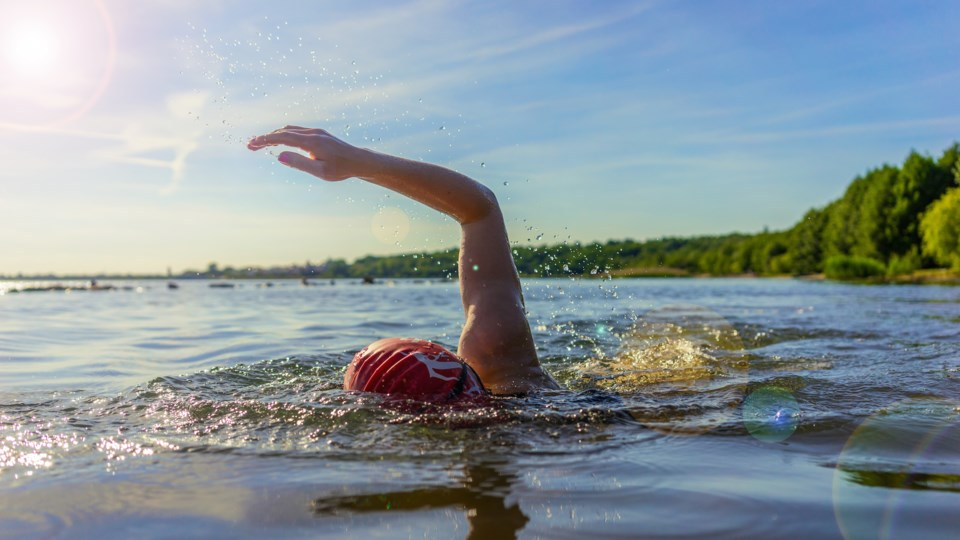 swimming AdobeStock_159737773