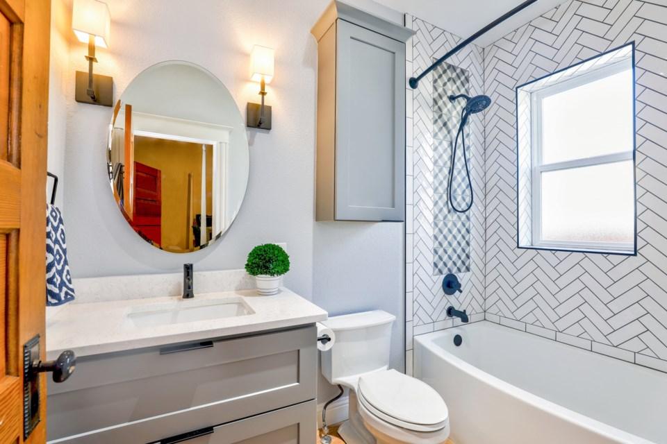 toilet pexels-christa-grover-1910472