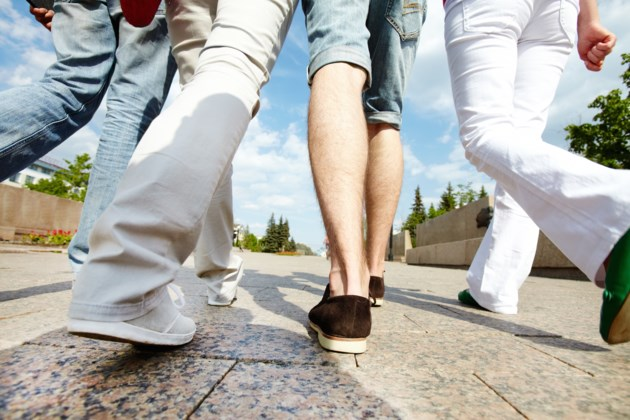 walking AdobeStock_123222114