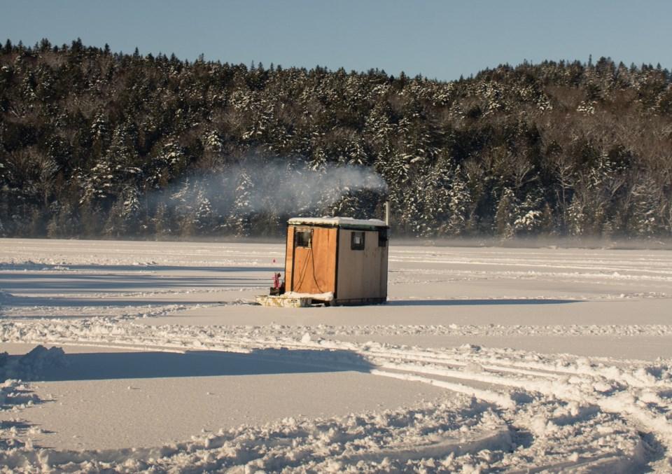2021-01-12 ice fishing hut