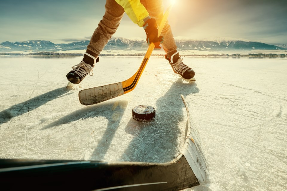 outdoor hockey AdobeStock_134612404