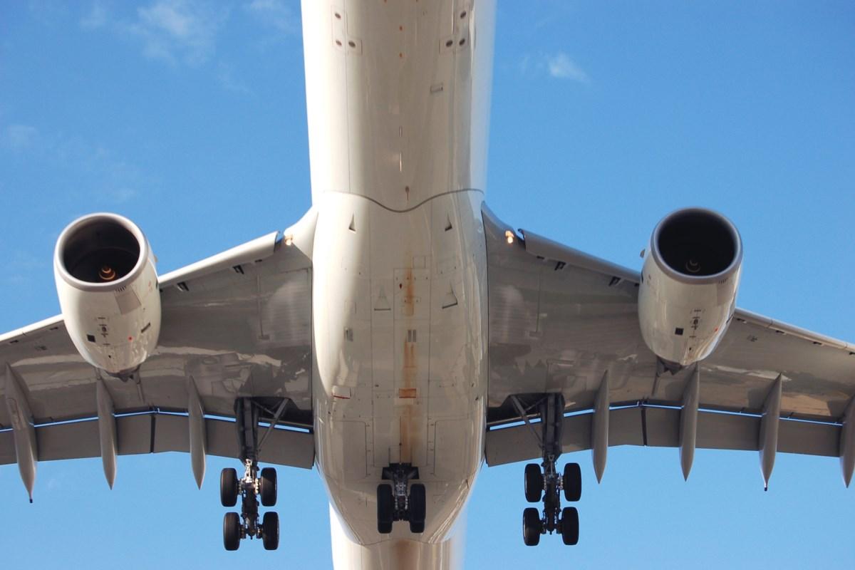 airplane jpeg;w=1200;h=800;mode=crop.'