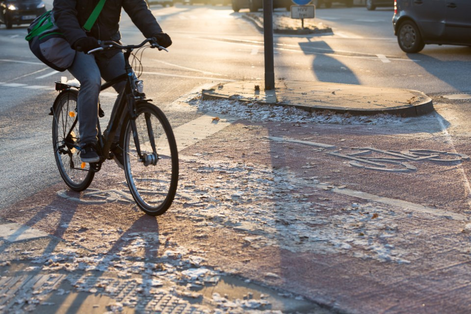 winter cycling AdobeStock_129400813