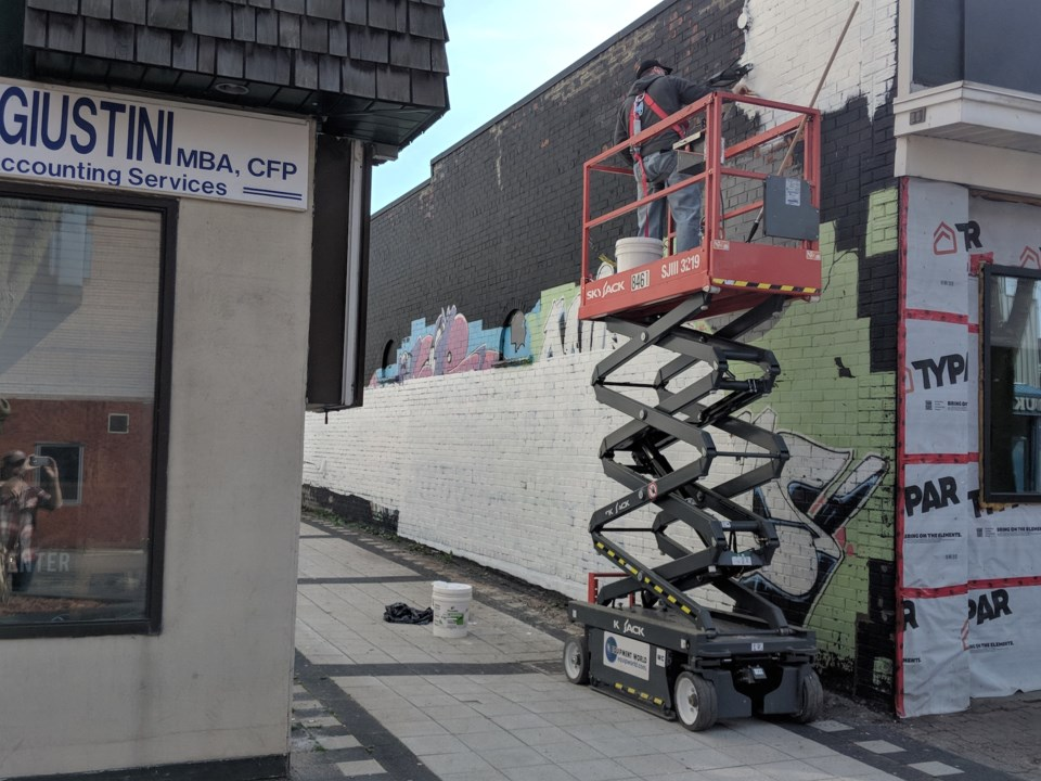 2019-05-29 Alley mural prep