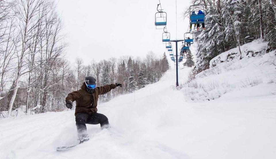 mlortz_searchmont_snowboard