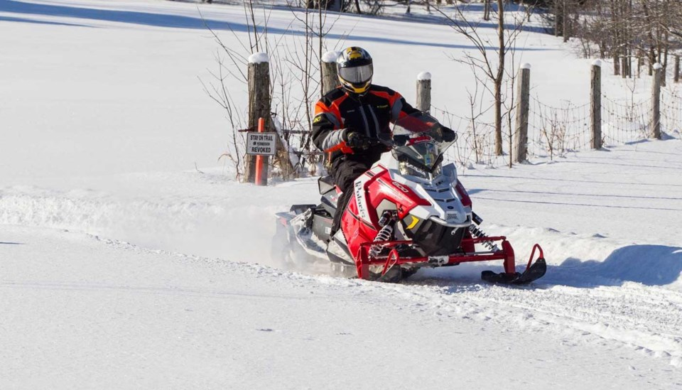 mlortz_trailstakes_snowmobile