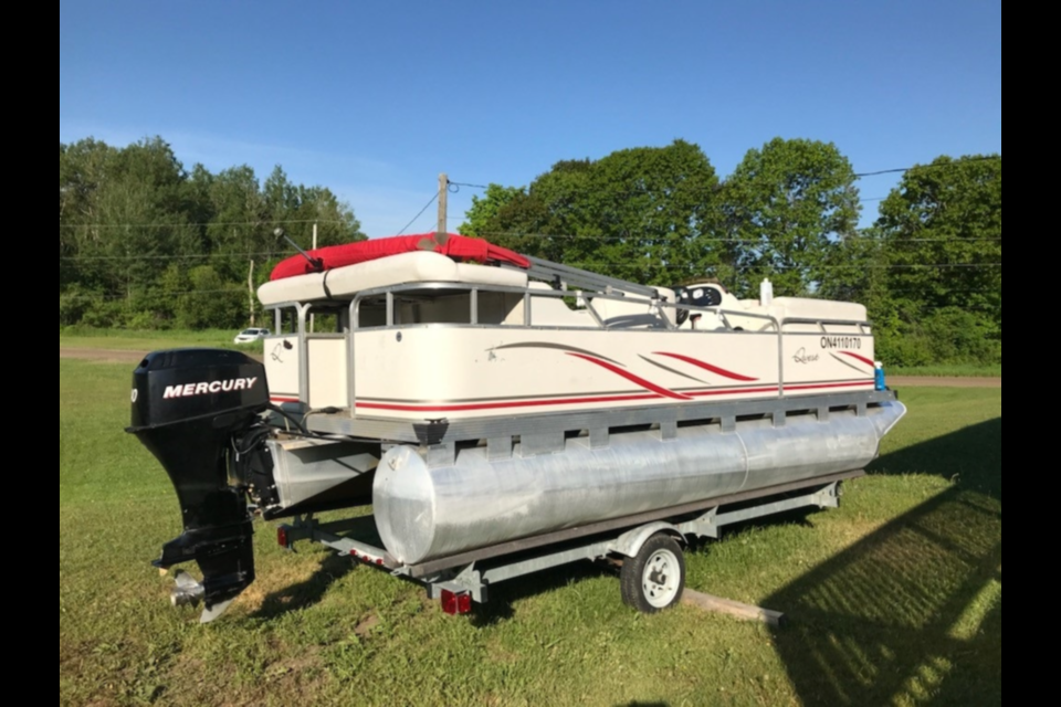 """2007 Apex Qwest 17' 2"""" pontoon boat bearing serial number APX11512F607 with Hull Identification Number (HIN) ON4110170."""