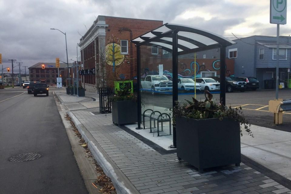 2019-11-04 bus shelter