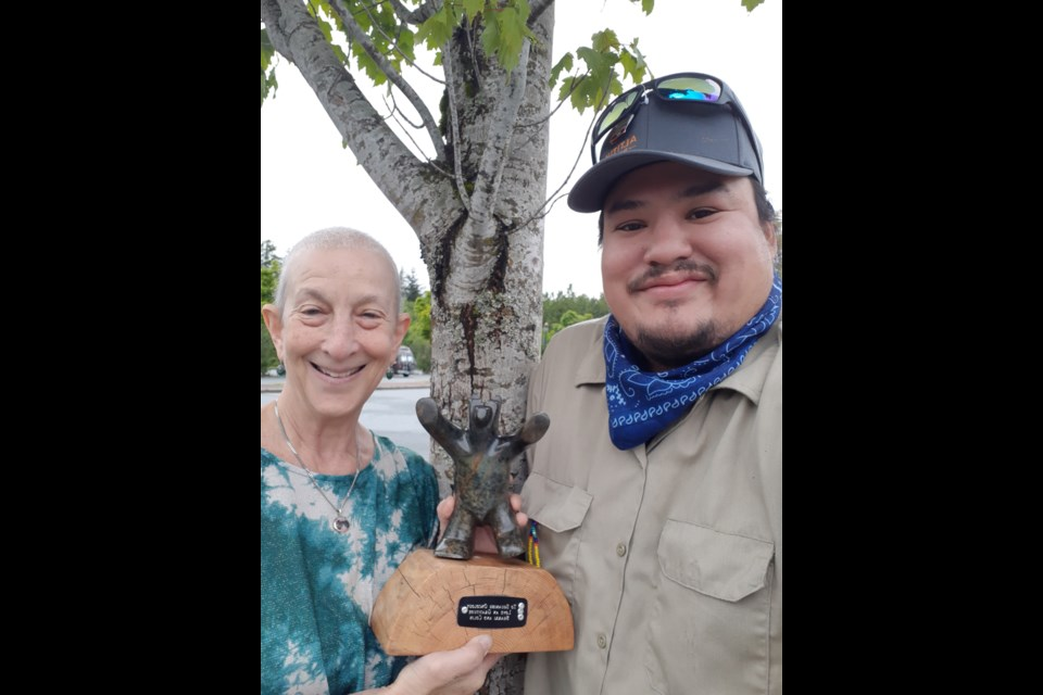 Sherri Green and artist Andre Francois with the carving.