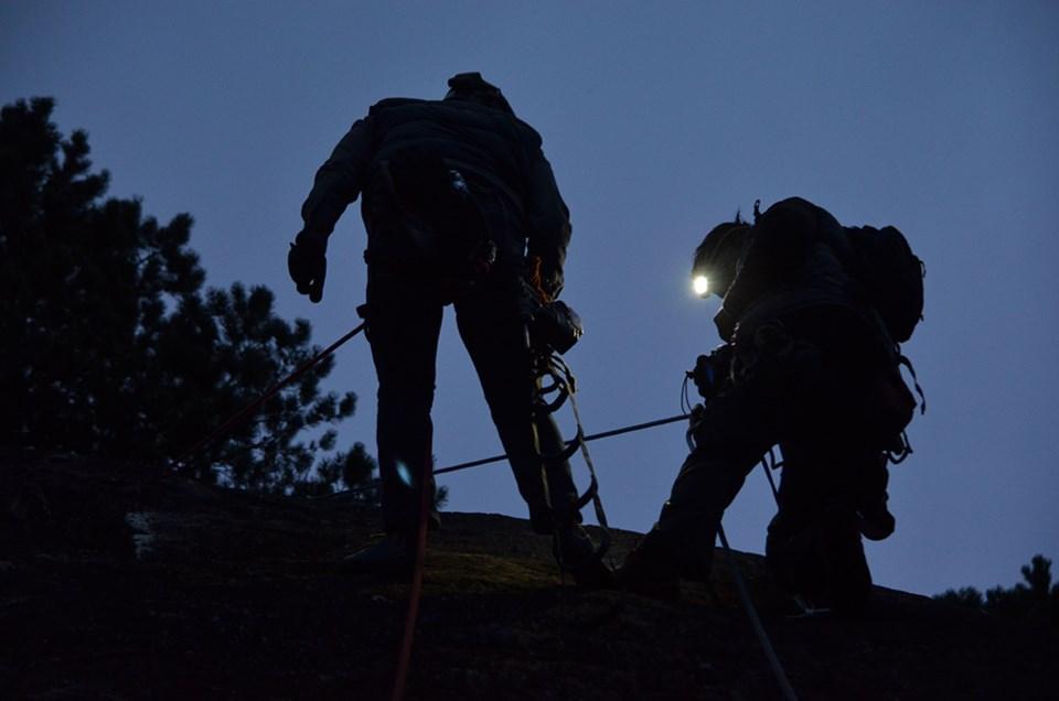 Eric Tran and Kushwant Bussahwah climbing