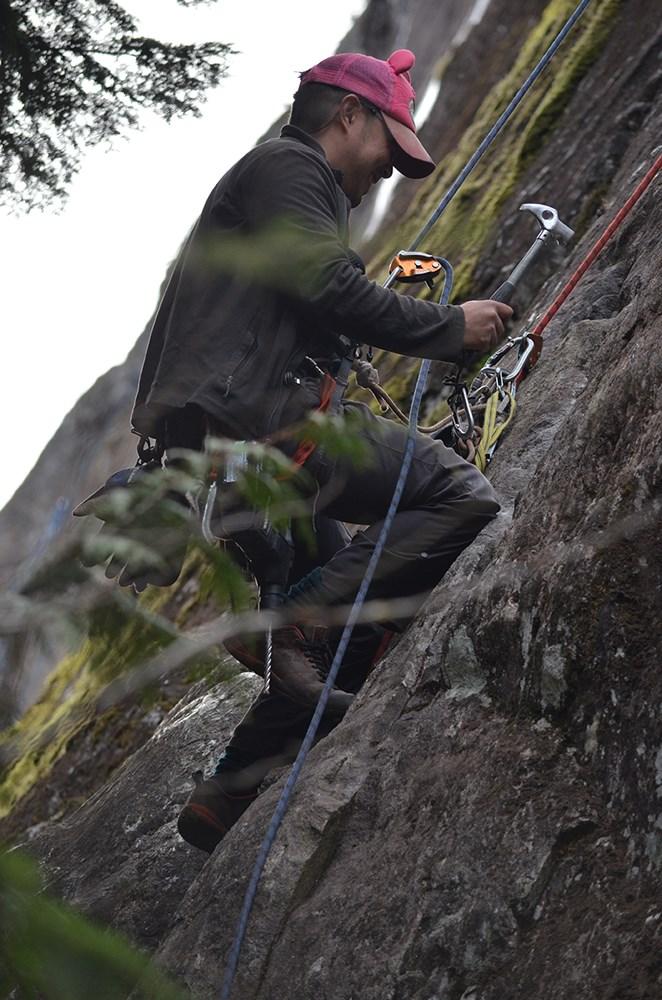 Eric Tran climbing
