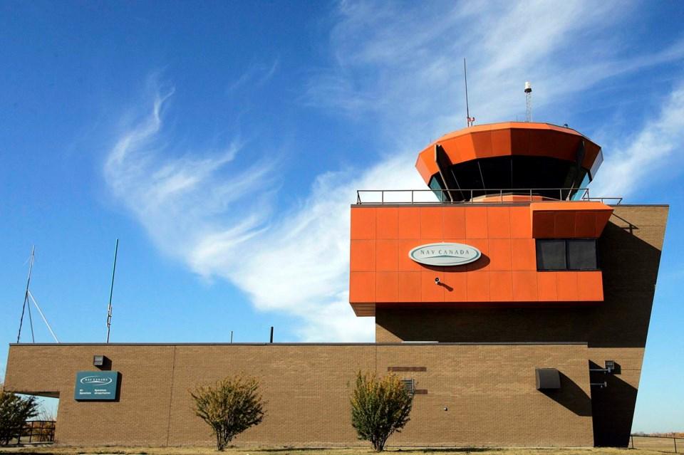 2001 CountyBriefs Villeneuve airport-JB-2469