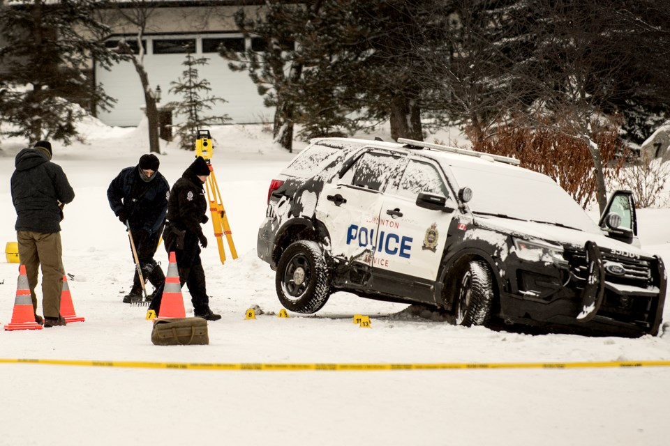 Edmonton police investigate at one of two scenes of a confrontation between police and burglary suspects that involved gunfire and vehicle collisions, this one at Essex Point off Sturgeon Rd. in Sturgeon County Jan. 13.   DAN RIEDLHUBER/St. Albert Gazette