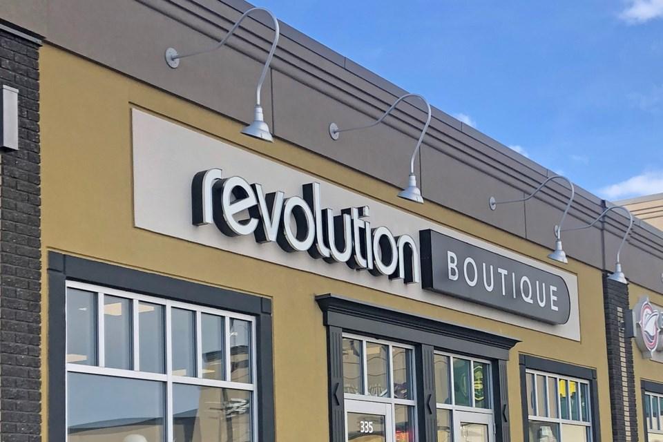 2402-revolutionboutique-web-bg