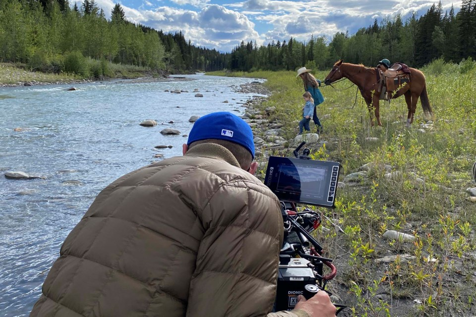 Amy (Amber Marshall) with daughter, Lyndy (Emmanuella-Ruby Spencer) shoot a scene in southern Alberta for Season 15 of Heartland. HEARTLAND/Photo