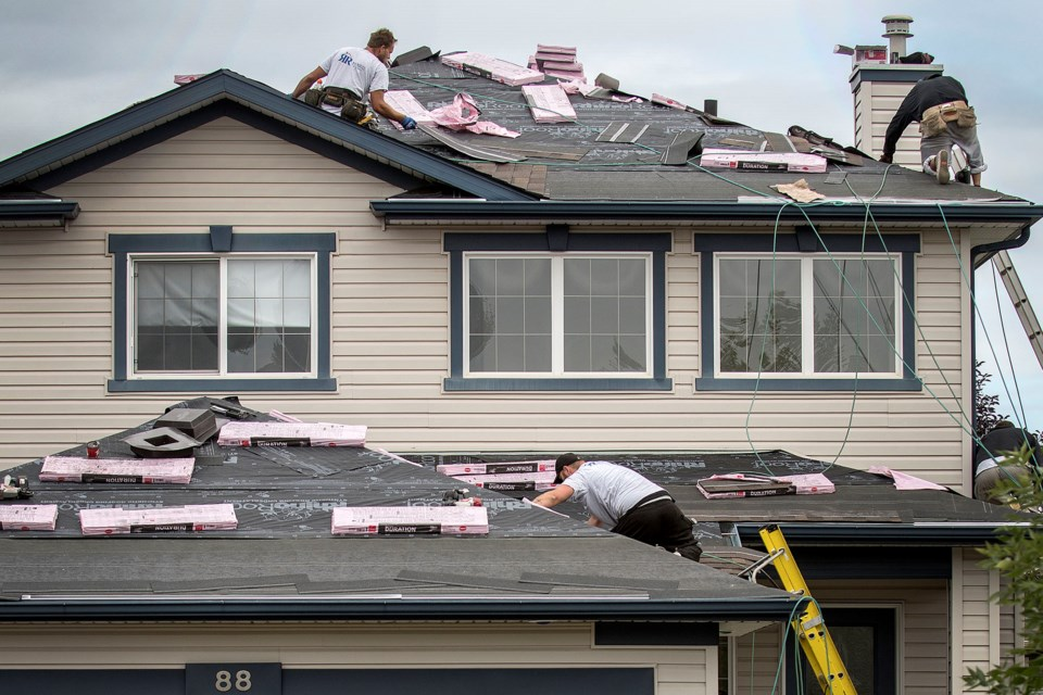 A crew of volunteers from ROE Roofing & Exteriors works on the Sanderson home in St. Albert on Saturday, Aug. 10, 2019.  DAN RIEDLHUBER/St. Albert Gazette