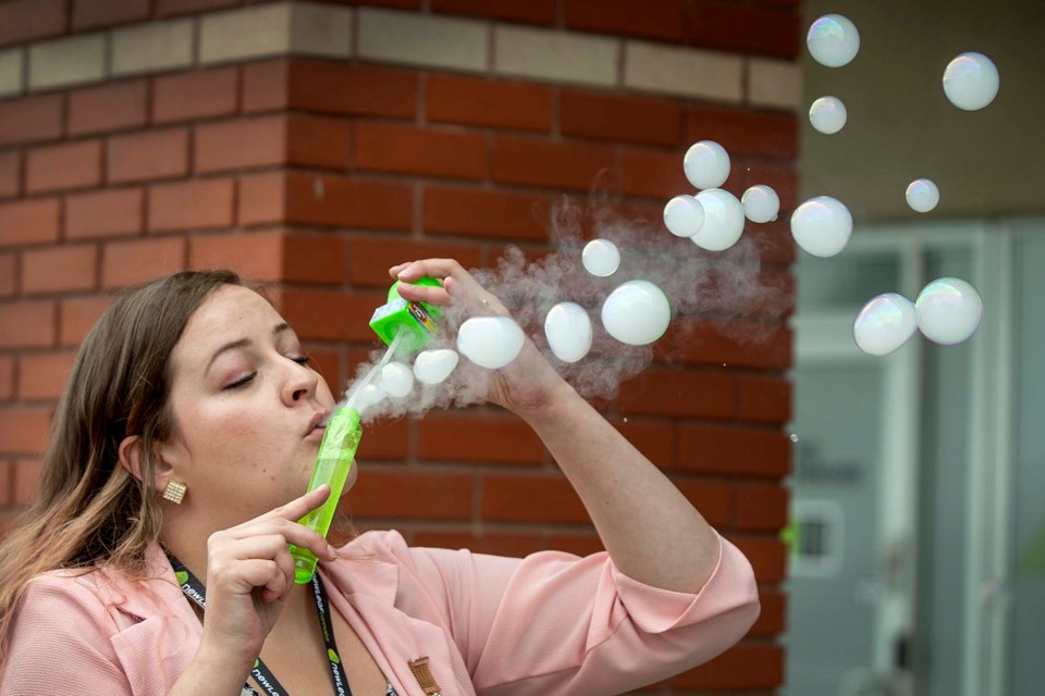 Marina Yonkers blows vapour into soap bubbles during a break from her job at the New Leaf at the Gateway Village Shopping Centre in St. Albert on Aug. 1, 2019. DAN RIEDLHUBER/St. Albert Gazette