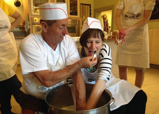WEB-2302-Food-Tour-Hillabys-Culinary-Food-Tour-of-Tuscany-Cheese-making