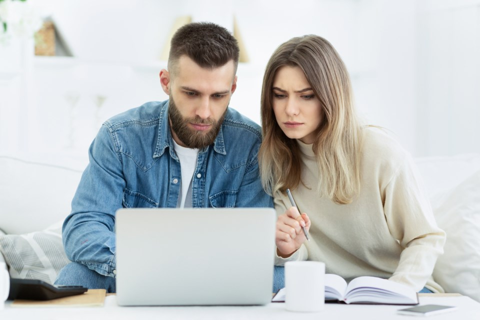 young-couple-Loans Canada