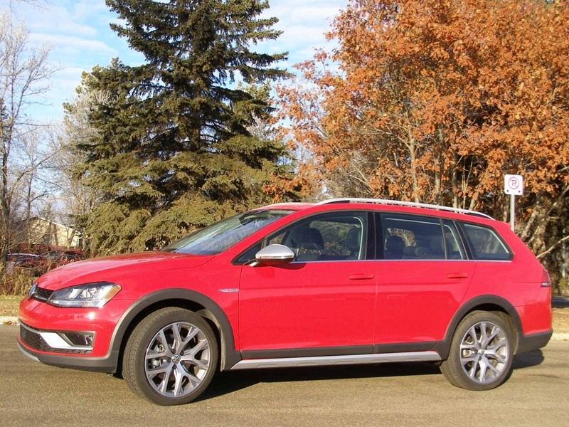 The Volkswagen Golf Alltrack is a peppy vehicle that can accelerate quickly.