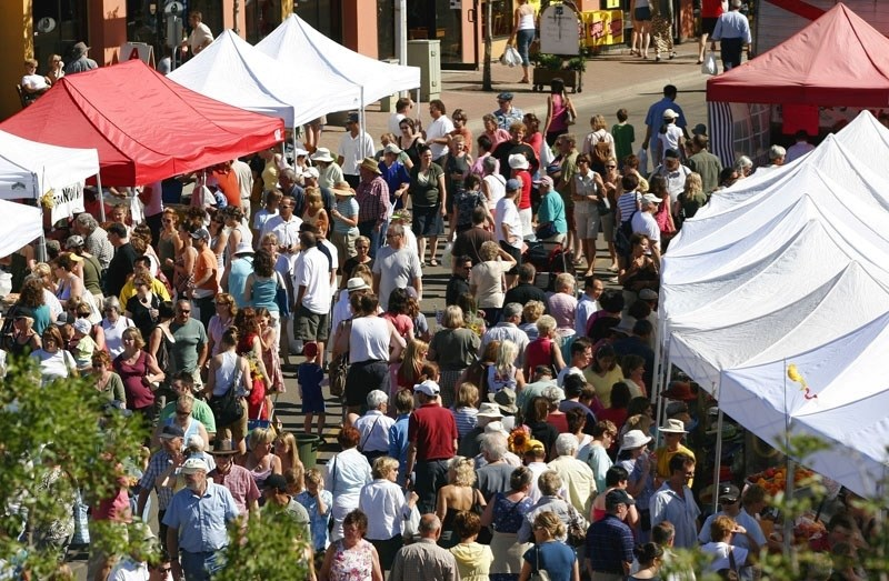 COUNTING A CROWD – How many people take in St. Albert's weekly farmers' market? Automated sensors could potentially provide fast