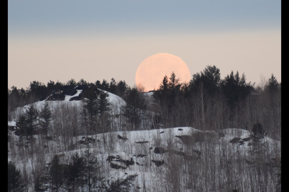 While on his way to work one morning this week, Chris Blomme, Sudbury.com's resident birding columnist, snapped this gorgeous photo of the setting moon on the horizon at Kelley Lake. Enjoy