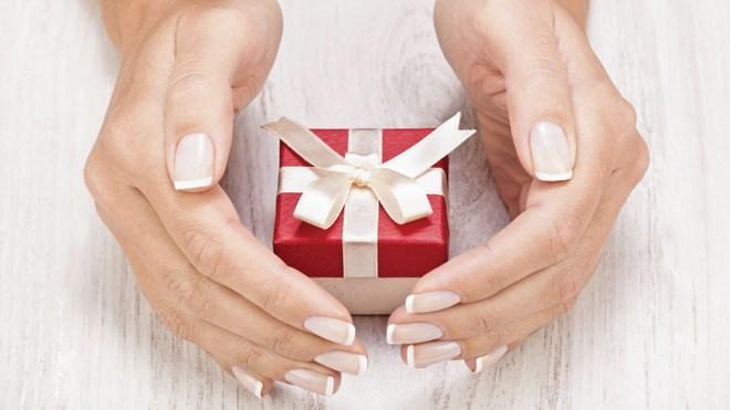 151217_JL_gift_guide-hosting-thumb