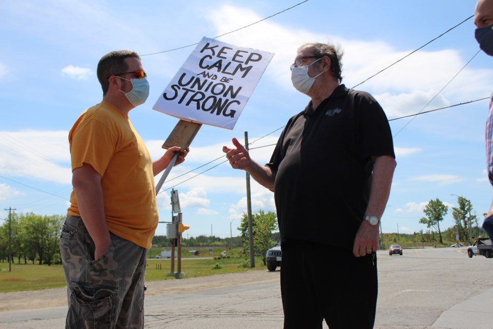 United Steelworkers retired international president Leo Gerard paid a visit to striking Local 6500 members on the picket line at the Copper Cliff smelter on Friday.