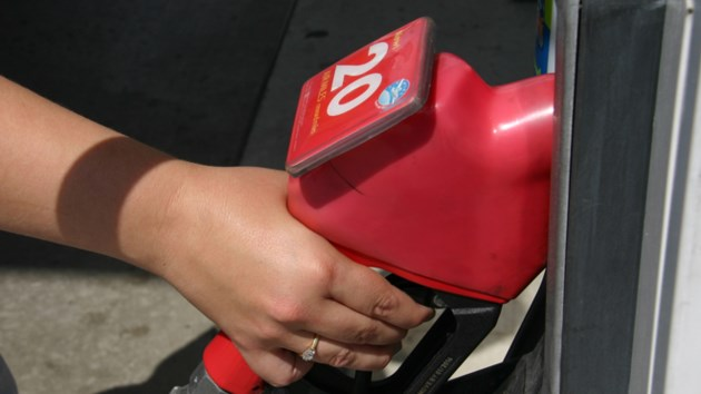 050716_gas_pump2