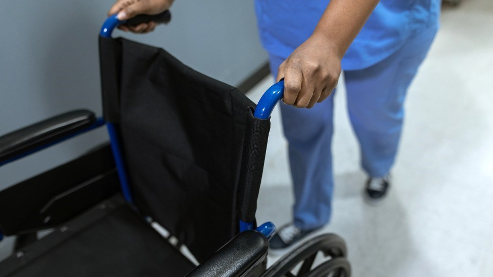 130421_nurses-wheelchair-health-pexels-rodnae-productions-6129583