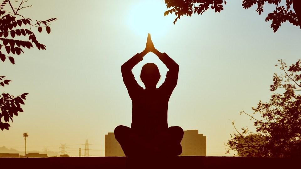 131021_yoga-pexels-prasanth-inturi-1051838