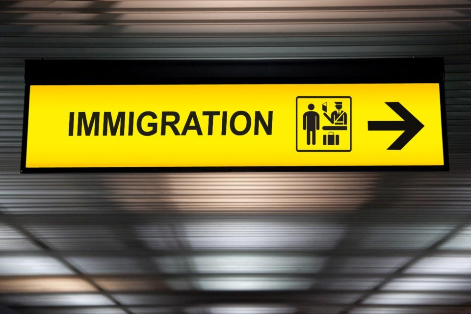 280920_immigrantionAdobeStock