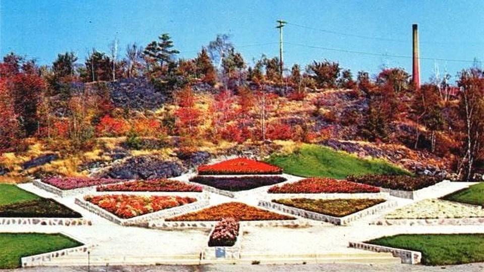 300621_then-now-centennial-garden
