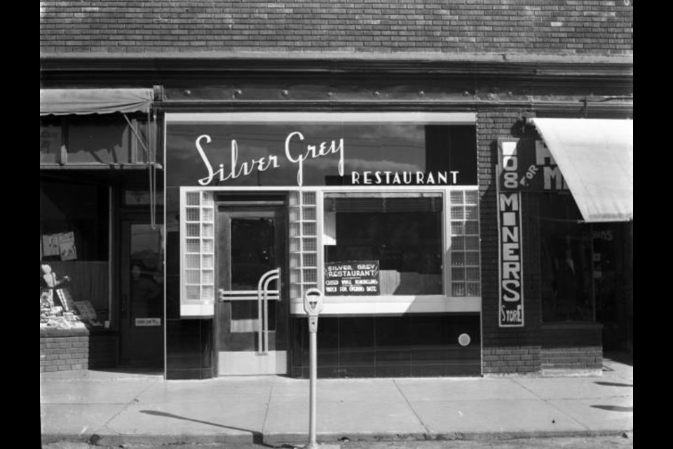 A parking meter in front of the Silver Grey Restaurant at 106 Durham Street in Sudbury Ontario, in a photo from the fall of 1940.