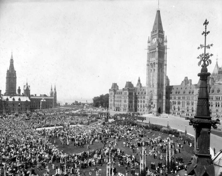 Canadians taking part in Jubilee celebrations on Parliament Hill in 1927. Wikipedia Commons