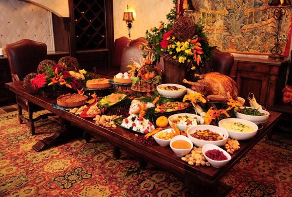 thanksgiving-dinner-table