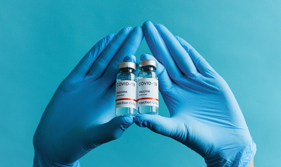 covid19_vaccine_gloves