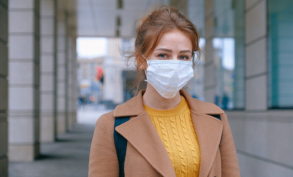 woman_mask_outside_pandemic