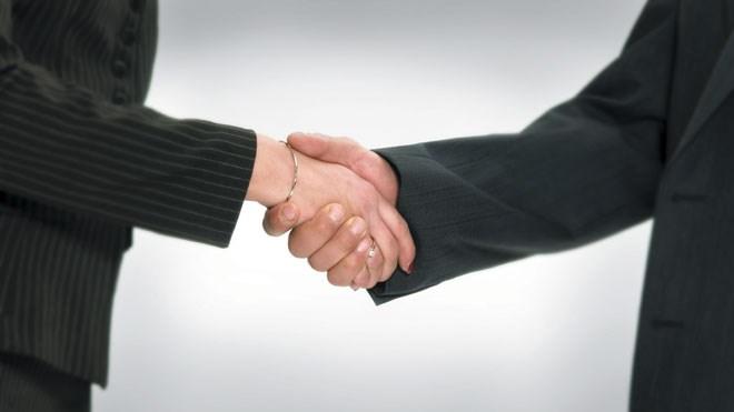 090215_handshake