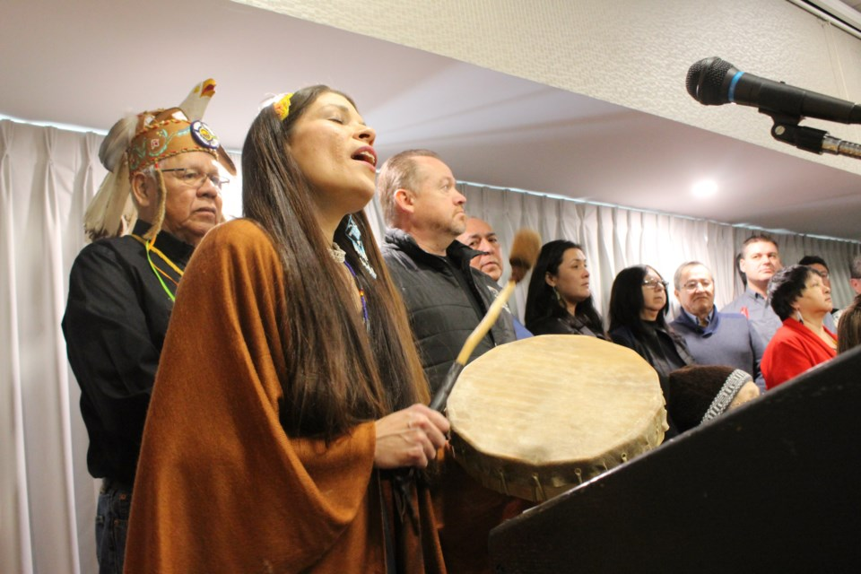 Tracey Fraser sings prior to a media conference held by the First Nations in the Robinson-Huron Treaty to provide reaction to a ruling that the provincial and federal governments are obligated to increase treaty annuities. (Arron Pickard)