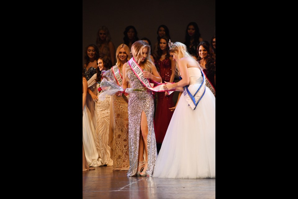 Resident pageant queen Sierra MacMillan crowned Miss Teenage Canada Talent 2019 for her performance of Lauren Daigle's 'You Say'. (Supplied)