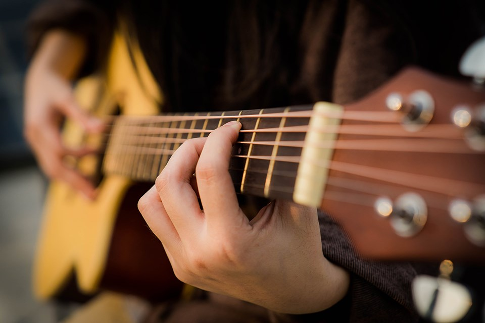 110221_guitar_photo