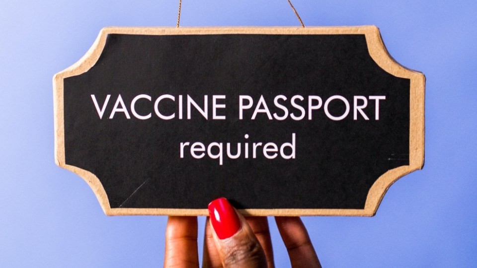 131021_vaccine-passport pexels-rodnae-productions-7564228