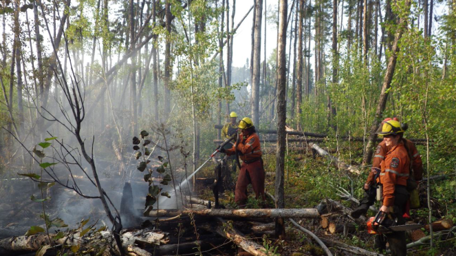 Crews working on Nipigon Fire Number 111 (MNR)