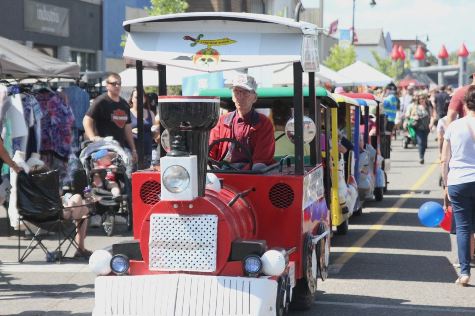 The Lakehead Shrine Club continues their tradition of burrowing into the middle of the crowded festival, offering kids a train ride. (Michael Charlebois, tbnewswatch)
