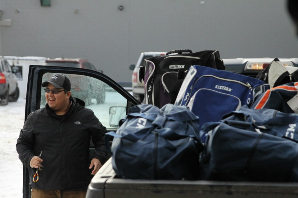 Damien Bouchard from Aroland First Nation loads bags into his truck. (Ian Kaufman, Tbnewswatch.com)