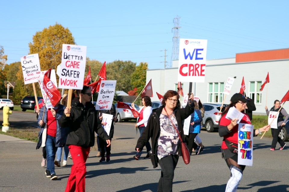 More than 100 Unifor Local 229 members held an information picket outside Hogarth Riverview Manor on Monday to bring awareness to working conditions inside the 400-bed facility. (Photos by Doug Diaczuk - Tbnewswatch.com).