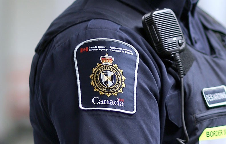 American couple charged for not self-quarantining after entering Canada
